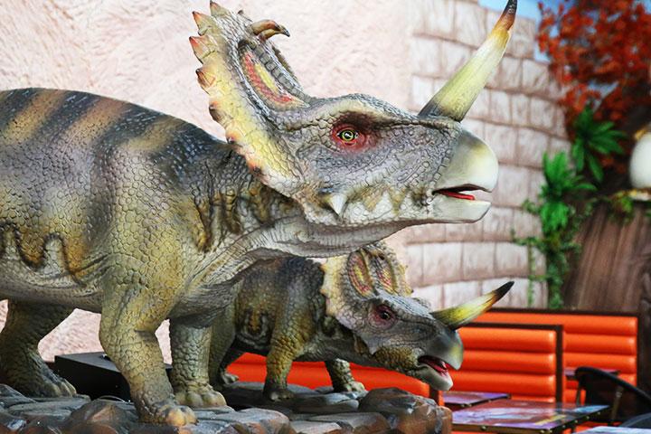 Dinosaur with baby